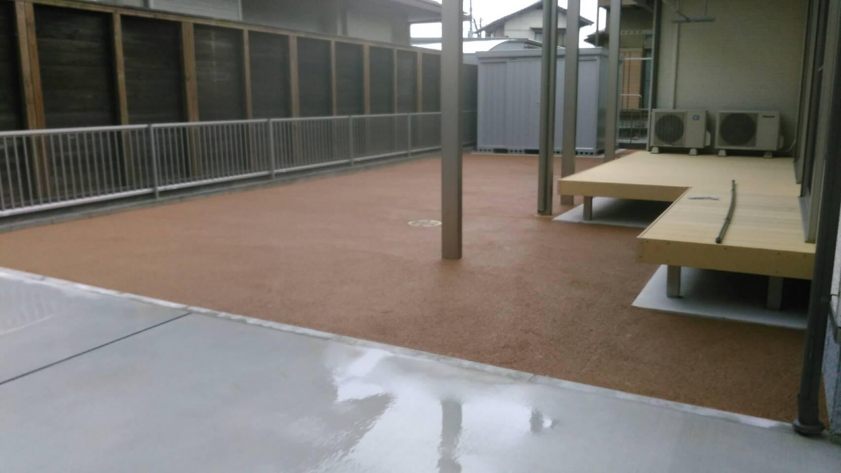 7/8施工 飯塚市 M邸防草工事 家の裏庭を標準色で施工しました。
