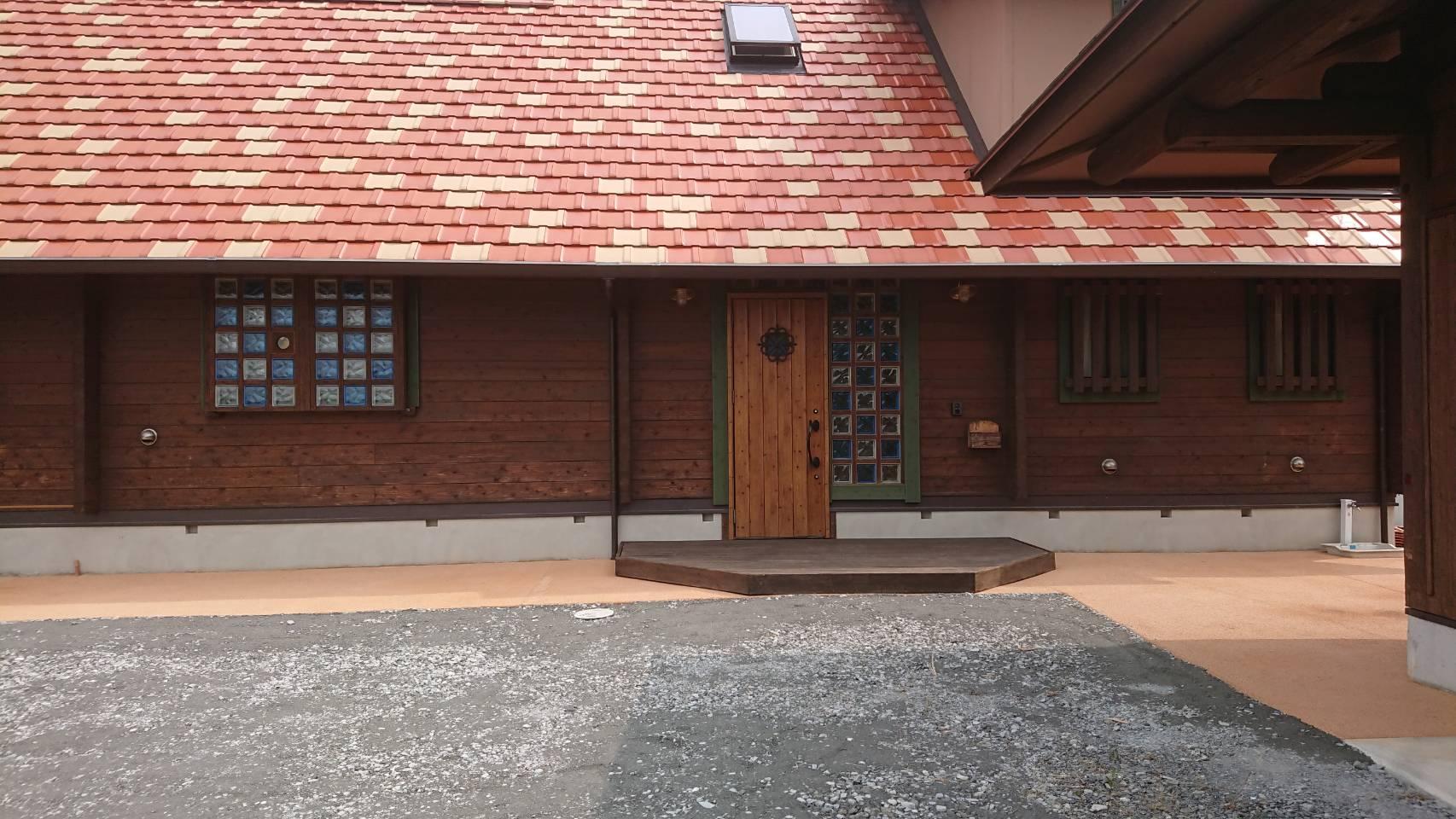 6/19施工 直方市 T邸防草工事 家の正面通路を標準色で施工しました。