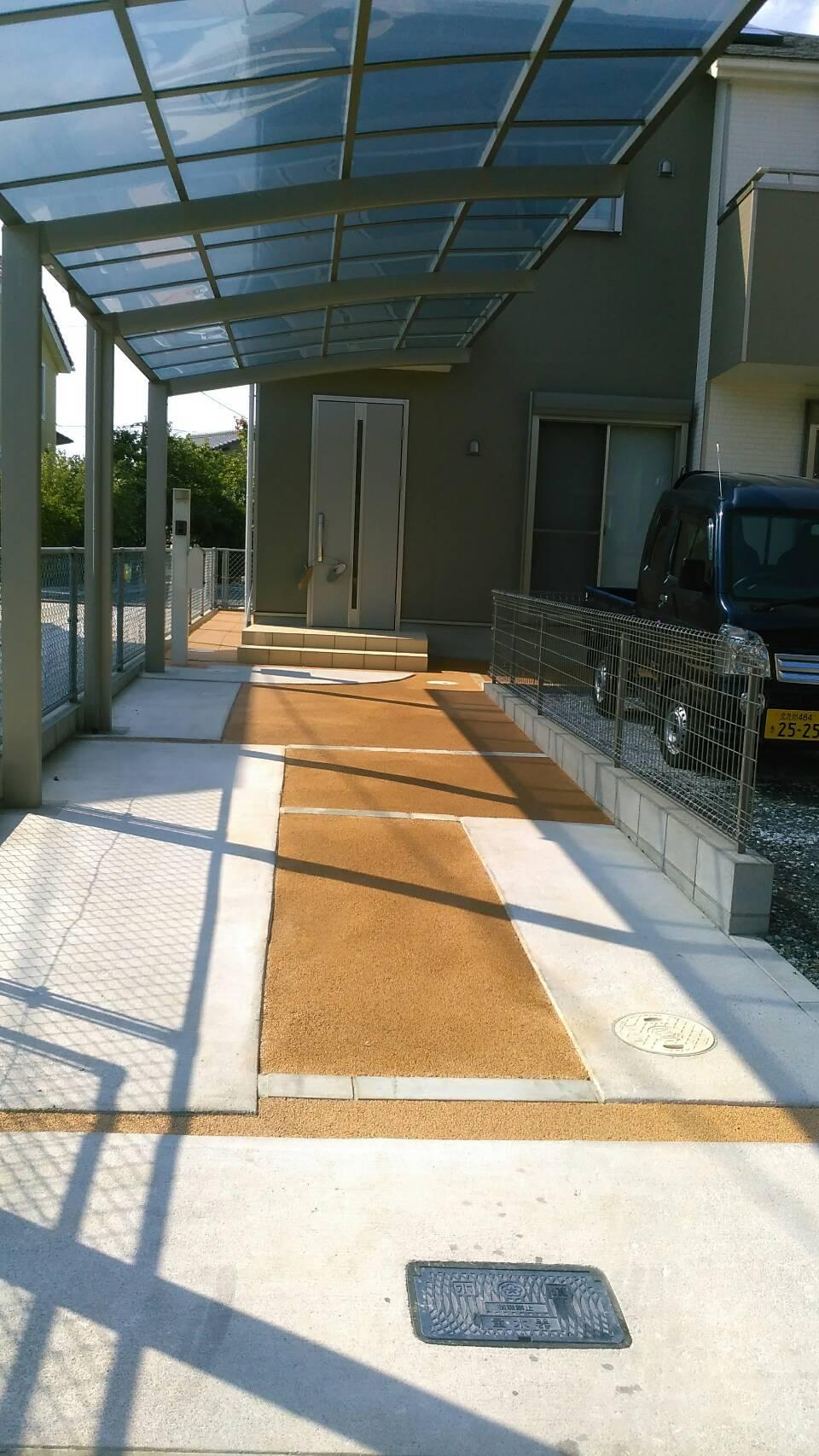 7/25施工 小倉南区、T邸 駐車場、玄関横を標準色で施工しました。