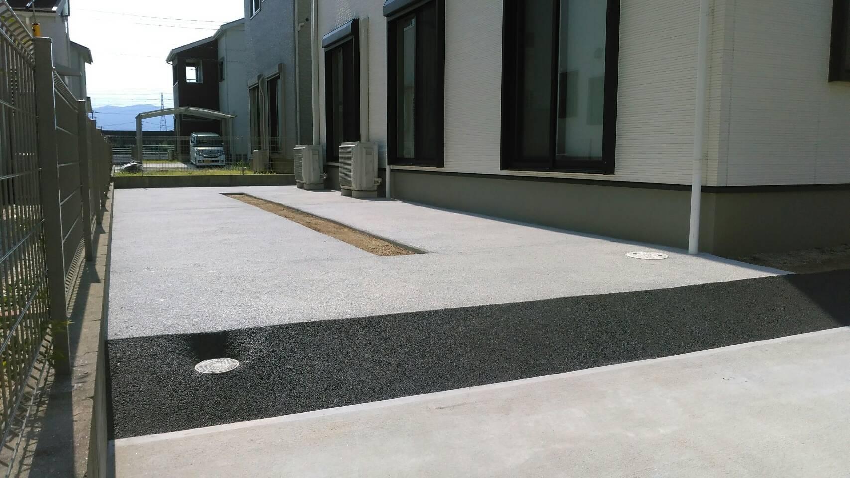 8/1施工 行橋市 M邸防草工事 裏庭をライトグレー、グレーで施工しました。