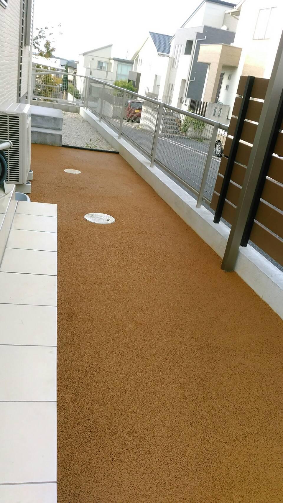 10/11施工 直方市 A邸防草工事  家の横庭を標準色で施工しました。