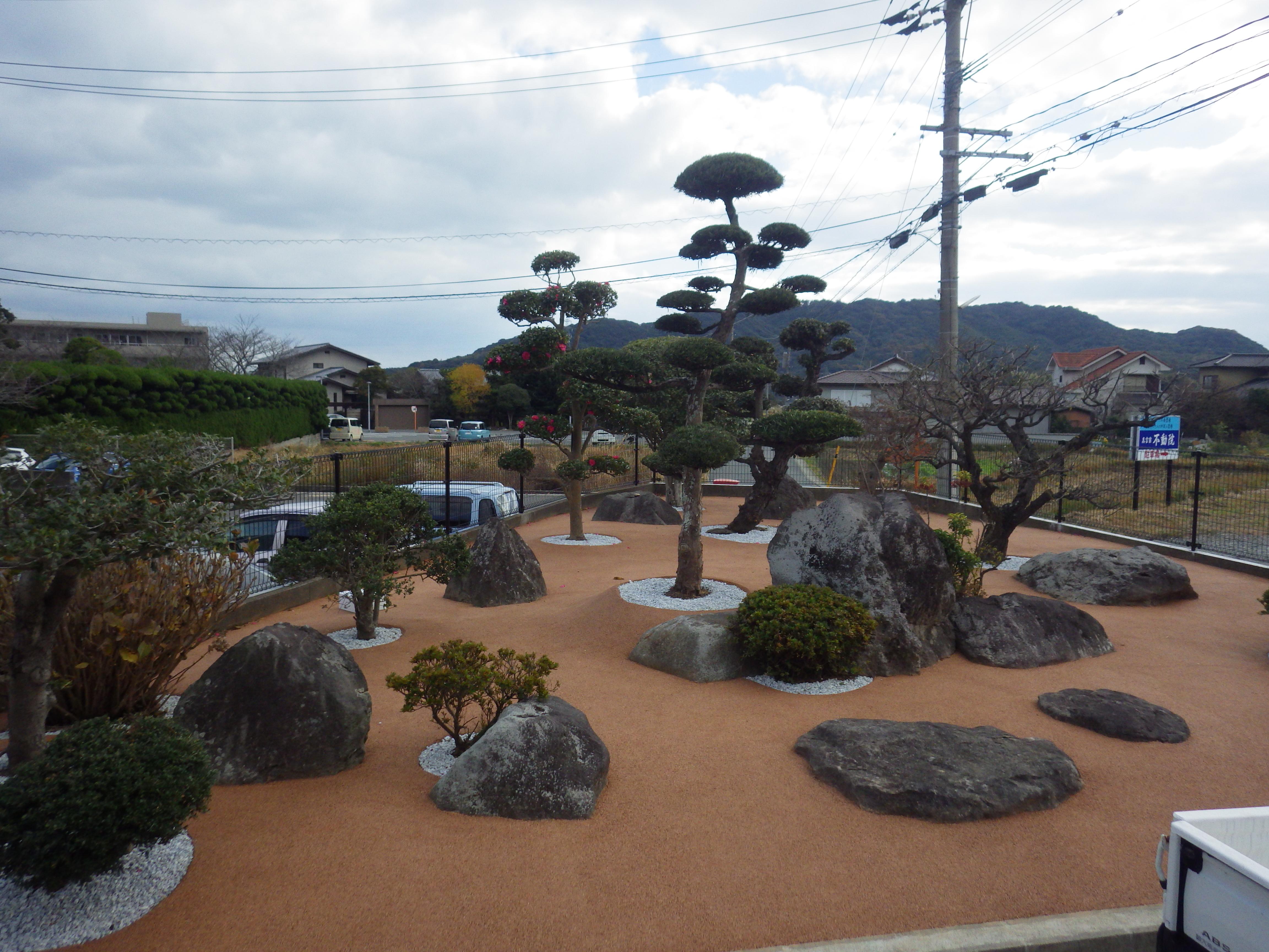 門司区 K邸防草工事 庭全体を標準色で施工しました。