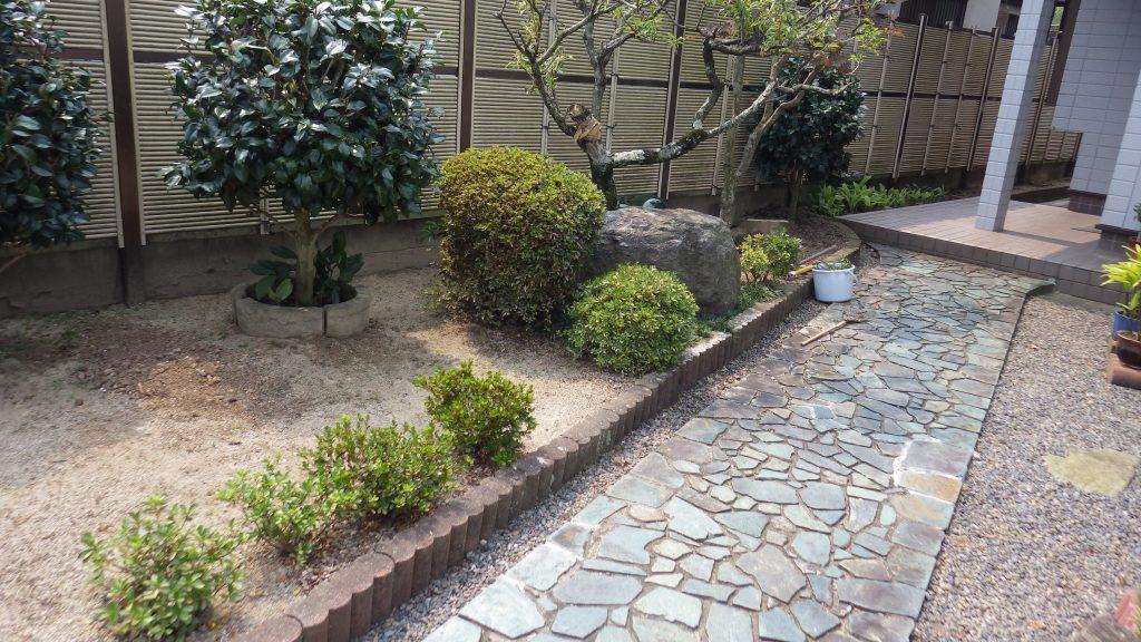 花壇と樹木を撤去