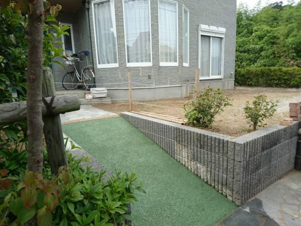 2017/6/21 若松区花野路のN邸を施工! 階段を取り壊し、ガチン固でスロープにしました。緑のガチン固も、イイですねぇ!